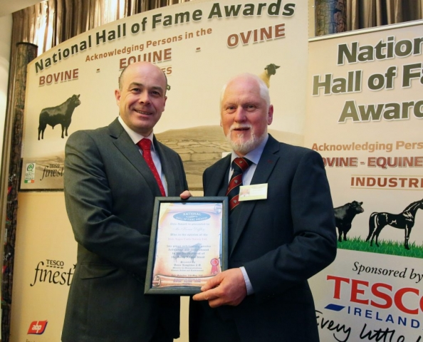 Hall of fame 2018 Minister Denis Naughton presents Kevin Diffley, Clooncolligan, Bornacoola, Ck-On-Shannon, Co. Leitrim with the Irish Angus National Hall of Fame Award.